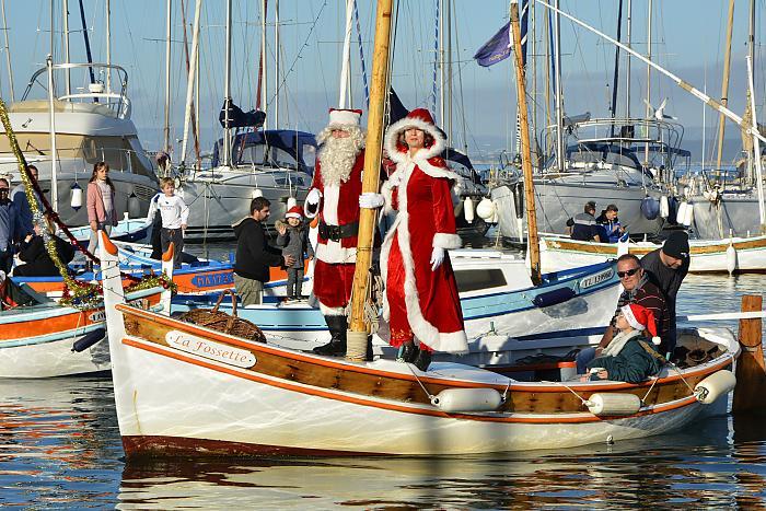 Arrivée du père Noël en pointu dimanche 15 décembre 2019 au port du Brusc
