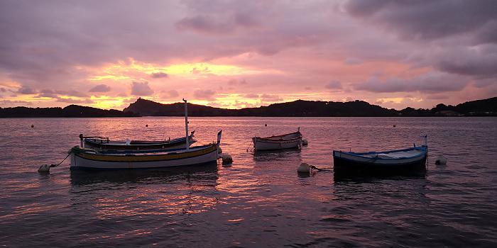 Coucher de soleil sur les Embiez, pointus dans la lagune du Brusc © Olivier MIL