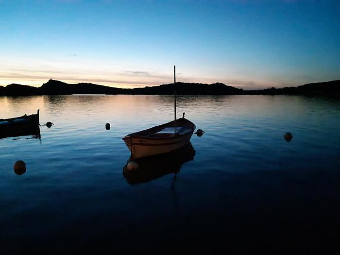Pointu le soir dans la lagune du Brusc - instagram : ce.que.sophie.voit