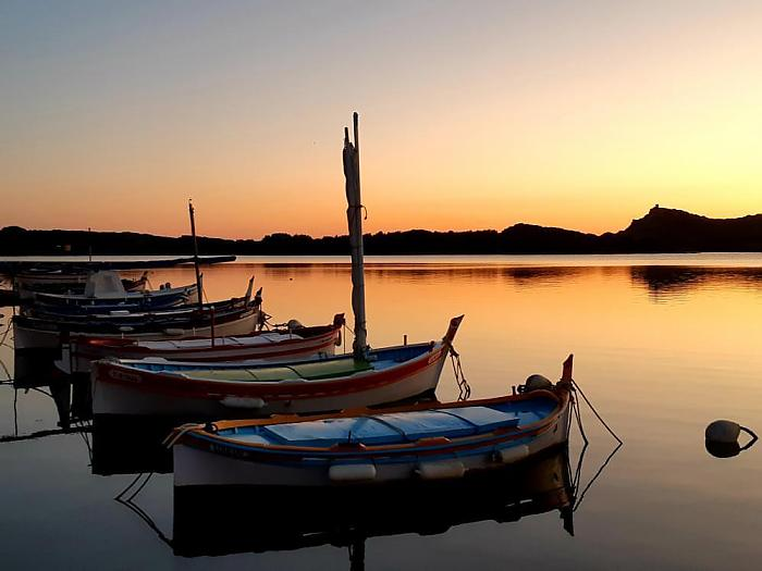 Coucher de soleil sur les pointus de la lagune - instagram/ce.que.sophie.voit